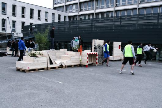 Flores en el tico espacio p blico dise ado por estudiantes for Mobiliario espacio publico